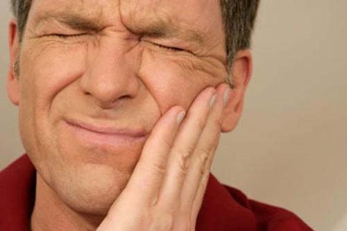 Nổi nhiều cục cứng dưới nướu răng