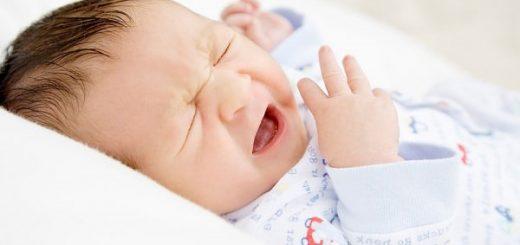 Bé sơ sinh thấy thở khò khè có nguy hiểm không?