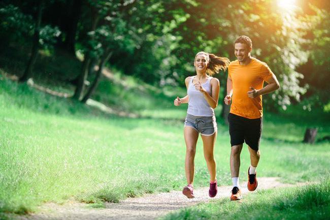 Bị bệnh gai cột sống có chạy bộ được không?
