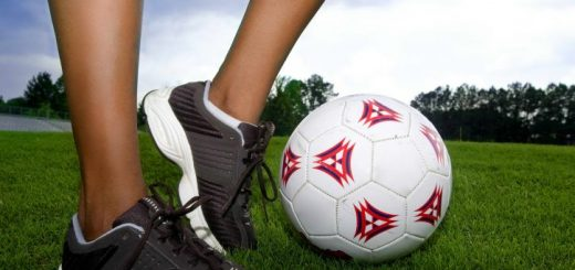 Đau mỏi cơ sau khi chơi bóng đá, điều trị sao cho nhanh khỏi