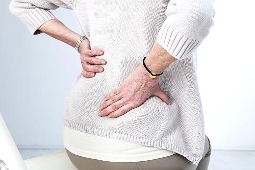 Cách chữa khi bị đau thắt lưng kéo xuống đùi và bàn chân