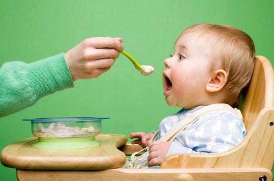 Chế độ dinh dưỡng cho cho bé 9 tháng
