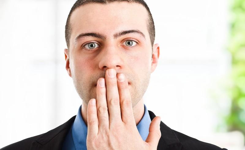 Xuất hiện nhiều vảy không cứng ở mũi gây đau rát
