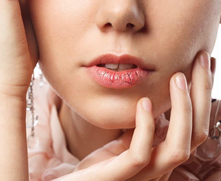 Bị ngứa da, thường xuyên khô miệng, đổ mồ hôi nhiều