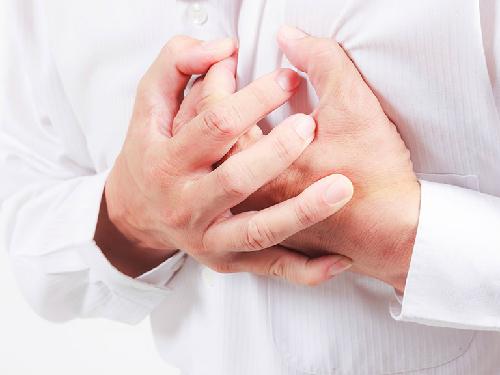 Cảm giác nặng ngực, khó thỏ điều trị như thế nào?