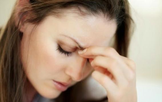 Nặng 2 bên thái dương, căng thẳng mệt mỏi hay bị run tay