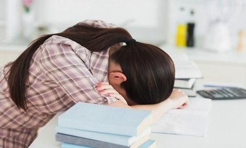 Thức khuya có ảnh hưởng tới chiều cao?