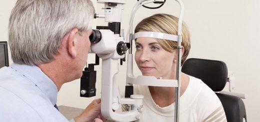 Thay mắt giả để chữa teo nhãn cầu