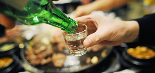 Nôn ra máu khi uống rượu có nguy hiểm?