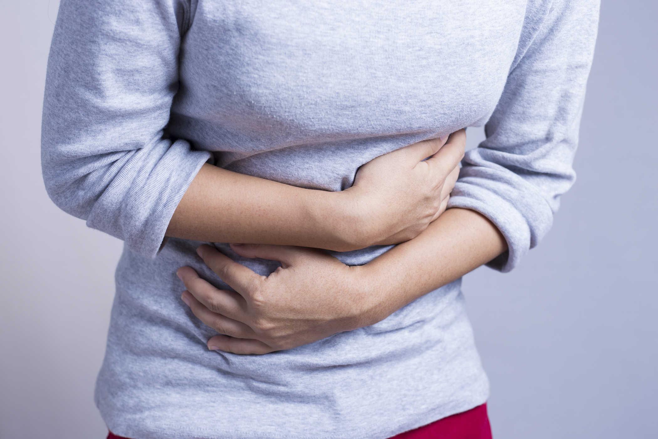Dạ dày khó chịu, hay ợ hơi có phải dấu hiệu viêm dạ dày không?