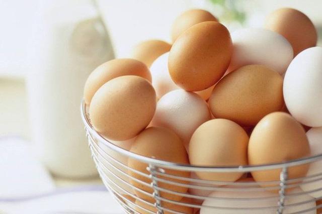 Trị mụn đầu đen bằng trứng gà tại nhà