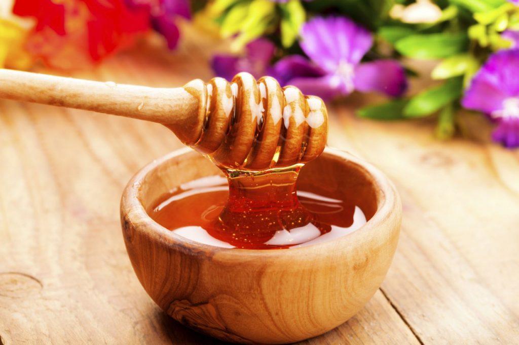 Cách trị mụn thịt với dứa, mật ong