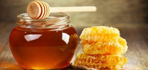 Cách trị mụn thâm với dầu dừa, mật ong, rau má