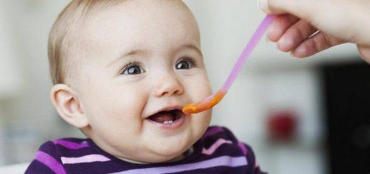 Có nên thay đổi sữa và ăn dặm cho bé 6 tháng tuổi