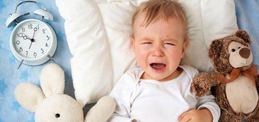 Cách chữa trị tình trạng bé hay giật mình và khóc về đêm