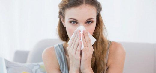 Bị viêm mũi dị ứng, khi khịt mũi thì ra nước mũi có lẫn một ít máu