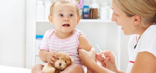Bé không bị sốt, sinh hoạt và ăn ngủ bình thường sau tiêm ngừa