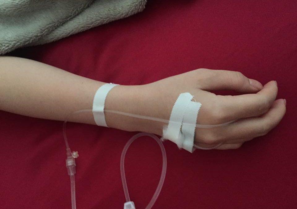 Chỗ tĩnh mạch truyền dịch cảm thấy buốt và mạch máu cứng lên như có cục