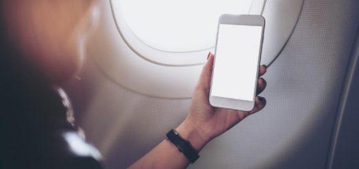 Có phải tắt điện thoại khi đi máy bay?