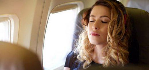 Có nên ngủ trên máy bay?