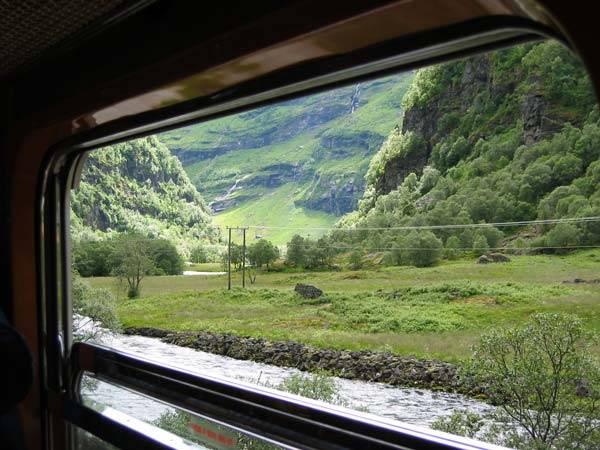 Du lịch bằng tàu hỏa, tại sao không?