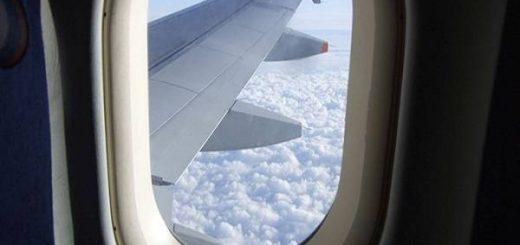 Có nên bôi kem chống nắng trên máy bay