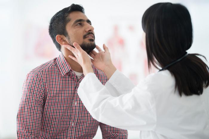 Bị nổi hạch cổ di động, sốt nhẹ là bệnh gì?