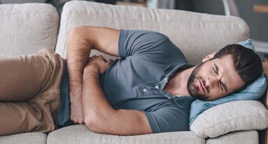 Nóng bụng dưới, đau lưng, sốt, tiểu đêm phải làm sao?