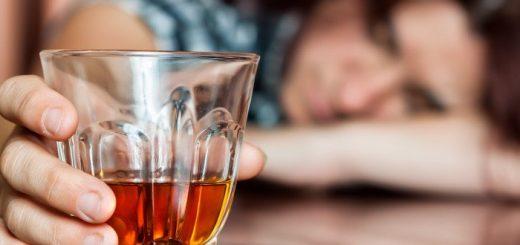 Dấu hiệu nhận biết sớm bị ngộ độc rượu