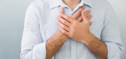 Bị đau phần ngực gần vú, đau kiểu rát và nhói, nhấn vào thấy đau