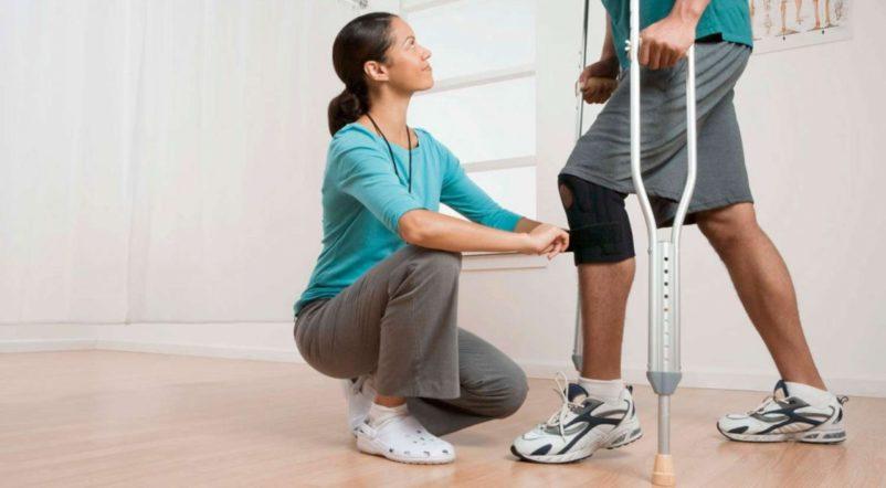 Bao lâu sau khi gãy xương chân, bệnh nhân có thể tập đi được?