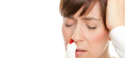 Uống rượu nhiều bị nôn và chảy máu mũi