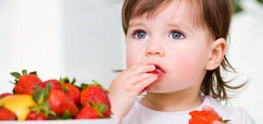Cách để tập cho trẻ ăn hoa quả