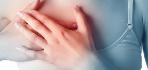 Mỗi khi hít sâu thấy đau ở dưới ngực phải