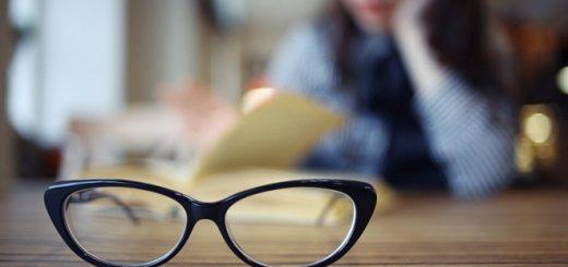 Tại sao bị đau đầu nhức trán khi đeo kính cận?