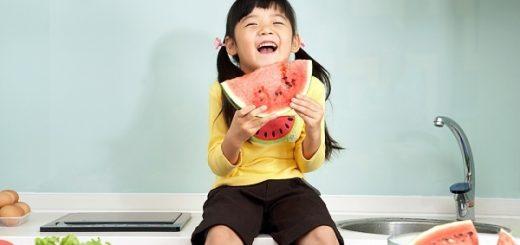 Nên cho trẻ ăn hoa quả vào lúc nào?