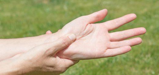 Cách điều trị triệu chứng run tay?