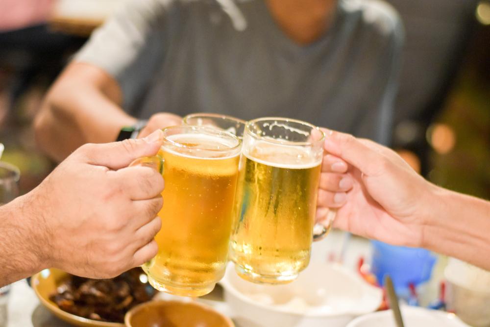 Trước khi tiêm vacxin uống rượu bia được không?