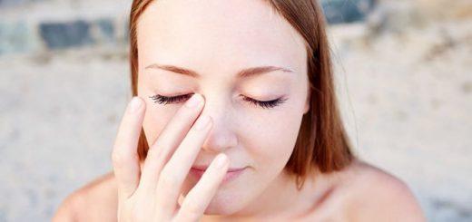 Đau khóe mắt phải làm sao?