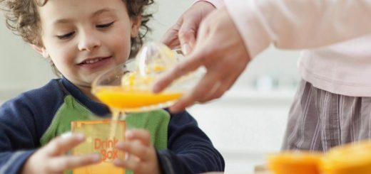Bé bị sốt xuất huyết cần chế độ dinh dưỡng gì?
