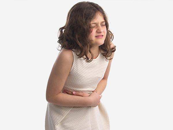Trẻ bị táo bón kéo dài phải làm sao?