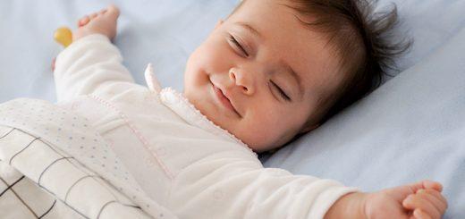Trẻ bị sốt có được nằm điều hòa?