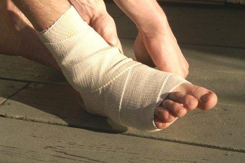 Đứt lìa gân ngón chân có nối được không?