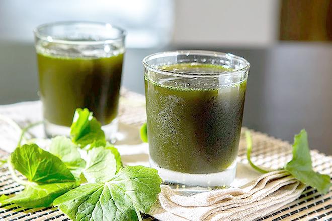 Bà bầu uống nước rau má có nguy hiểm?