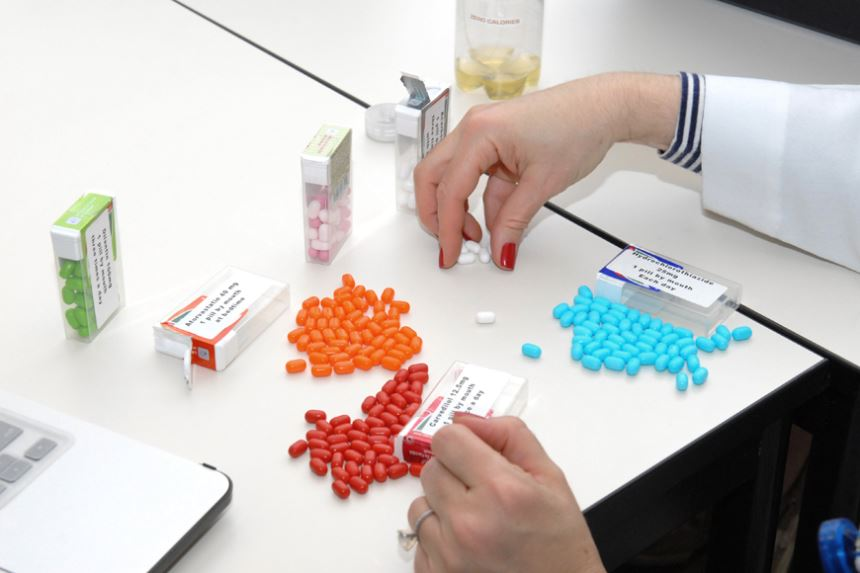 Thuốc Amisulpride dùng chung với Paroxetine được không?