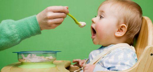 Mẹ có nên mớm cơm cho con?