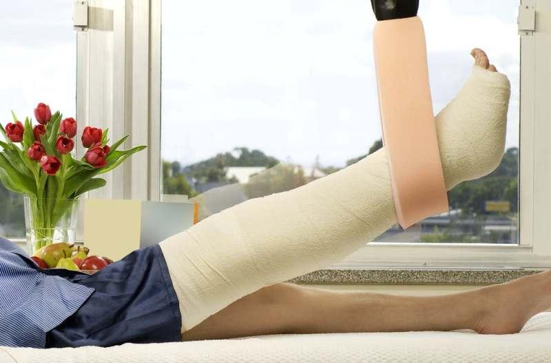 Cách nhận biết bị gãy cổ xương đùi?