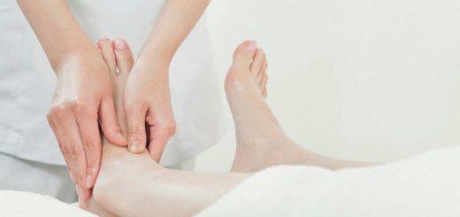 Lòng bàn chân tụ máu và sưng đau là bệnh gì?