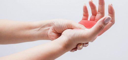 Phẫu thuật nối gân xong tay bị cử động được?