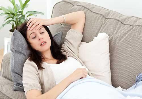 Người lờ đờ, sốt nhẹ về đêm có nguy hiểm?